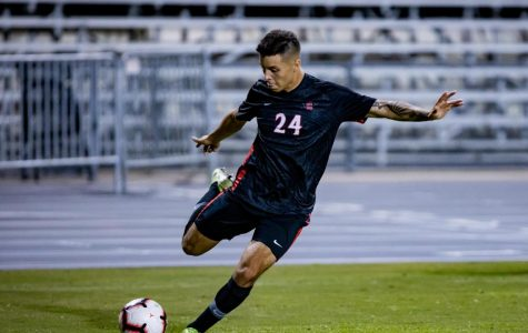 Then-sophomore midfielder Arturo Chavez looks to cross the ball into the penalty area during the Aztecs' 1-0 overtime loss to Oregon State on Oct. 24, 2019 at the SDSU Sports Deck.