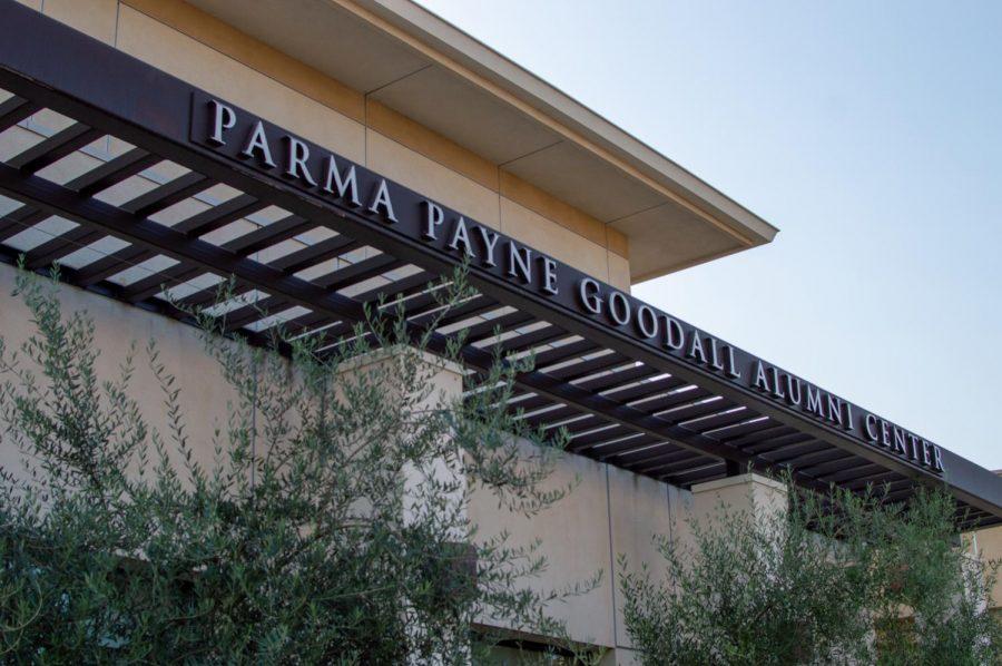 El Parma Payne Goodall Alumni Center se ha convertido en un sitio para pruebas gratuitas de COVID-19 en la Universidad Estatal de San Diego. El sitio ofrece pruebas gratuitas a estudiantes y es operado por el Condado de San Diego.