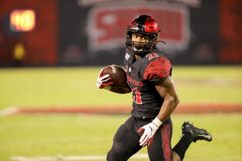 Then-sophomore running back Chance Bell carries the ball during the Aztecs' 17-13 loss to the Wolf Pack on Nov. 9, 2019 at SDCCU Stadium.