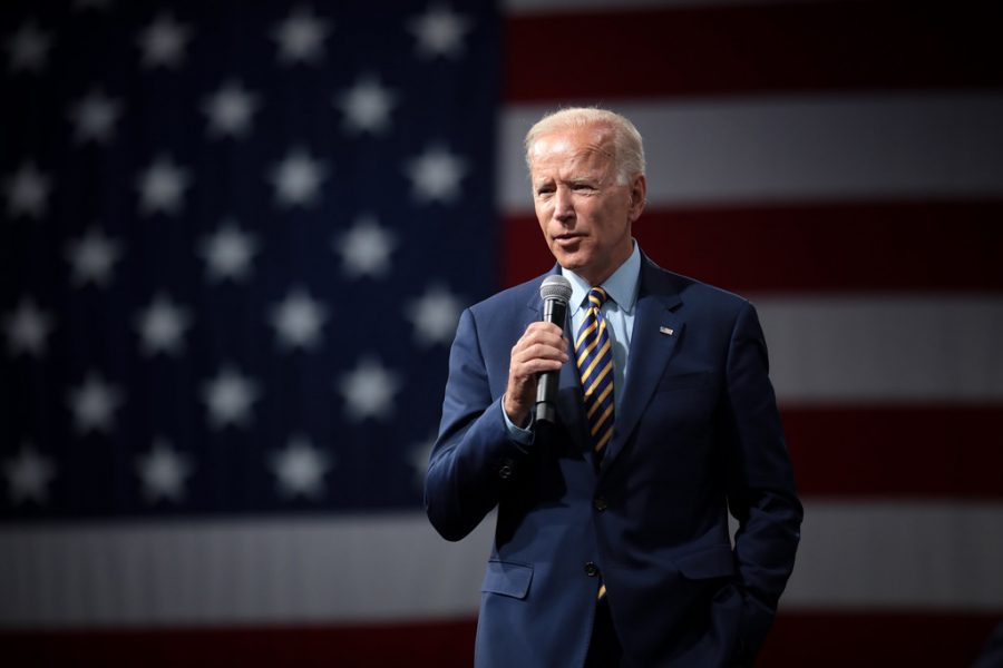Presidente Biden pone los pagos de préstamos estudiantiles en pausa