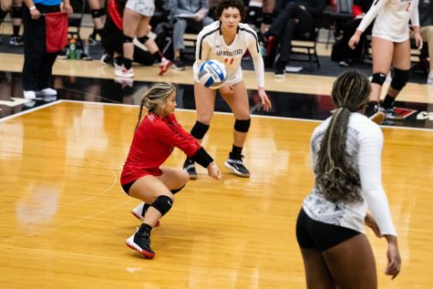 San Diego State volleyball senior libero Lauren Lee connects with the ball during the Aztecs