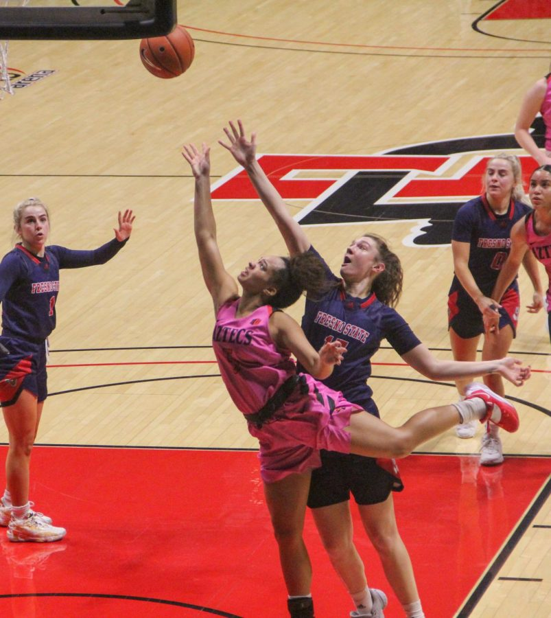 San Diego State women's basketball senior guard Téa Adams drives for a layup during the Aztecs' 79-77 win over Fresno State on Feb. 20, 2021 at Viejas Arena.