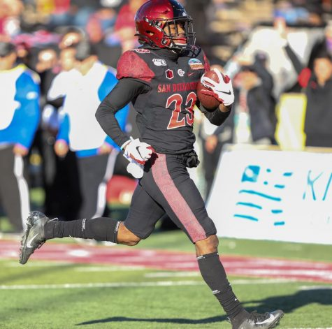 San Diego State football then-sophomore cornerback Darren Hall returns a fumble for a touchdown during the Aztecs