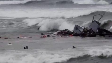 Naufrago de lancha transbordando inmigrantes indocumentado en Point Loma causa muerte de al menos tres personas