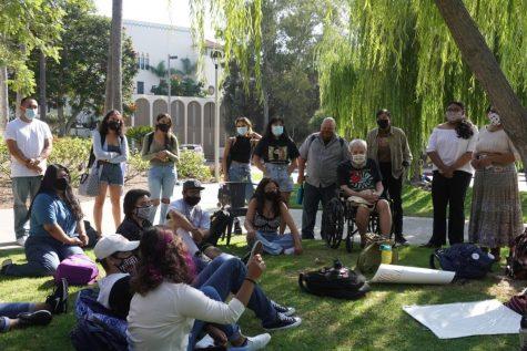 Los miembros de MEChA se turnaron para presentarse y compartieron por qué se unieron a la organización.