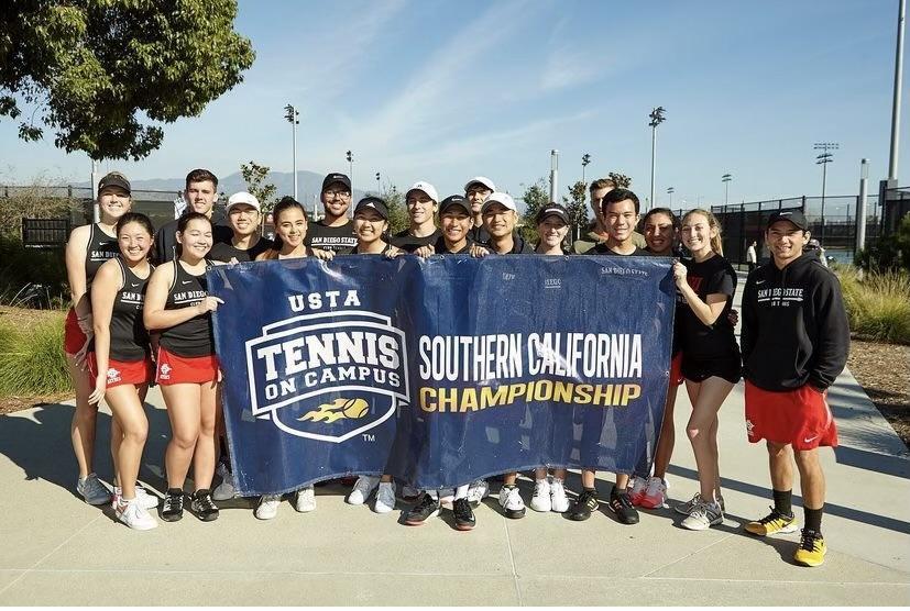 El Club Tennis de SDSU está recrutando a estudiantes interesado en el deporte.