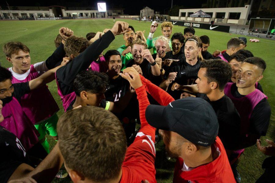 El equipo de futbol masculino de SDSU gan su primer partido contra los matores de CSUN