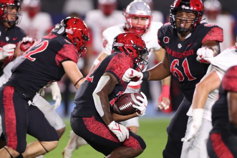 Senior running back Greg Bell carries the football against the New Mexico Lobos on