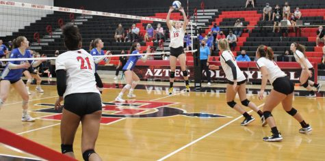 Senior setter Noa Miller (19) sets up a play against Air Force on