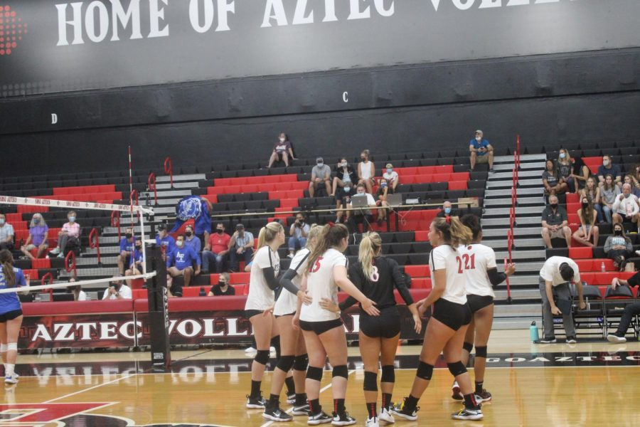 The+Aztecs+huddle+up+during+a+match+against+Air+Force.