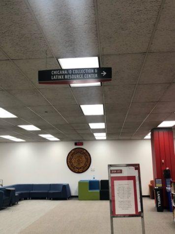 El centro de recursos latinx está localizado en la biblioteca universitaria.