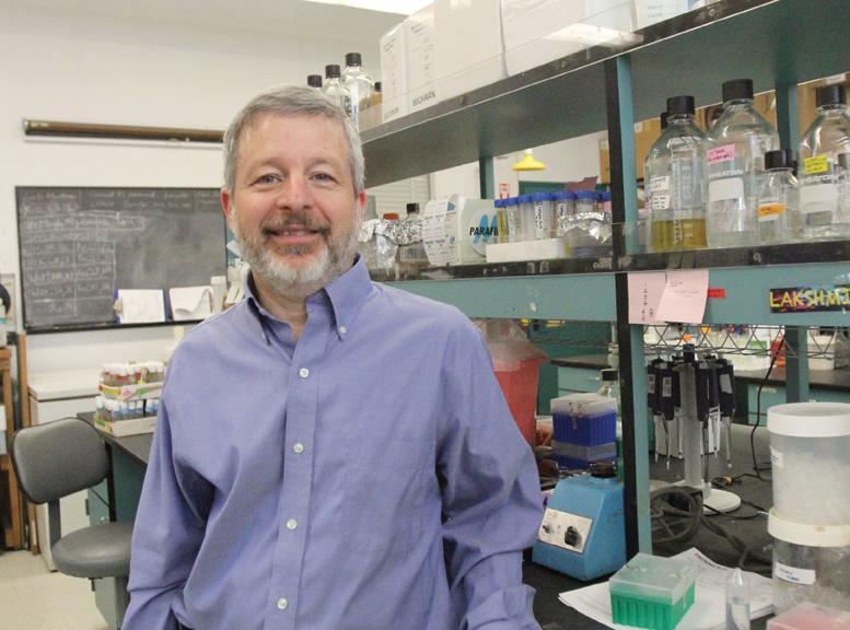Dr.+Sandy+Bernstein%2C+Professor+of+Biology+%7C+Antonio+Zaragoza%2C+Photo+Editor