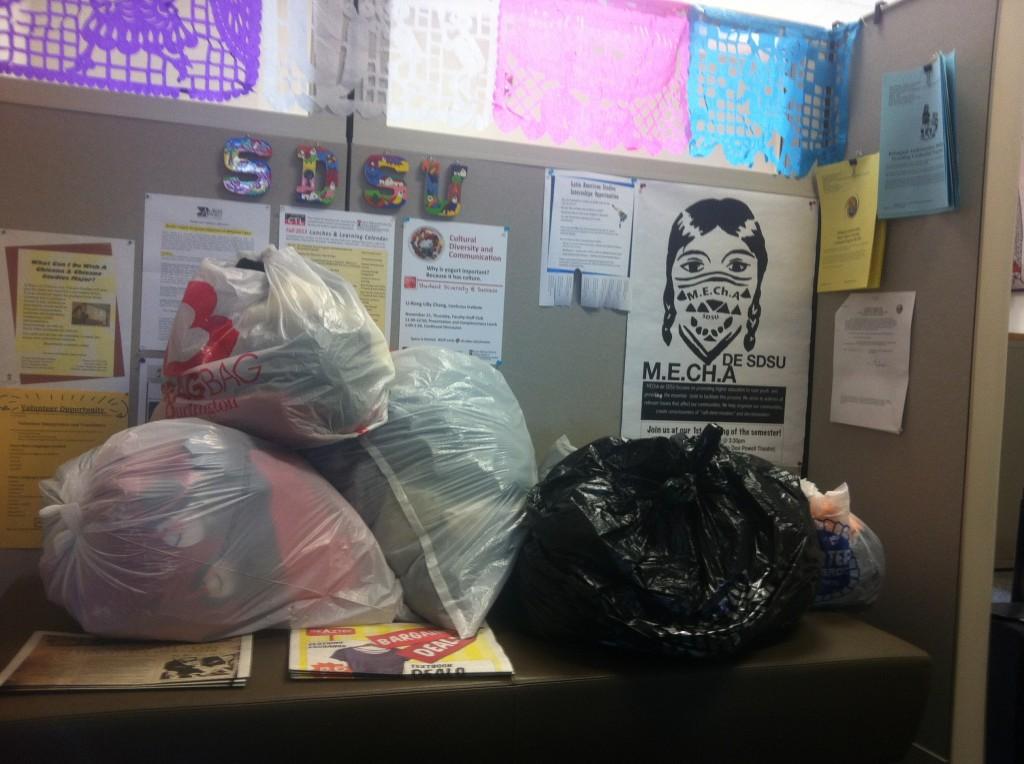 SDSU colecta ropa para inmigrantes deportados
